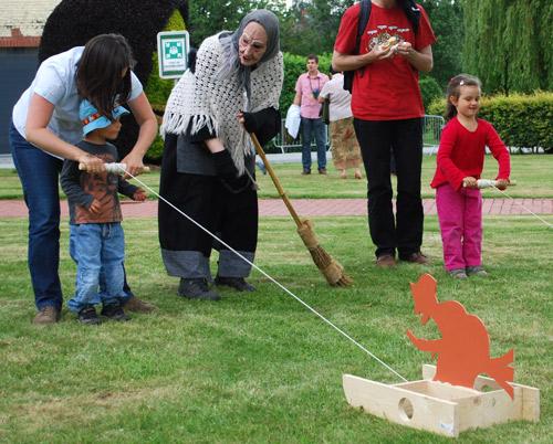 Jeux d'enfants avec sorcières